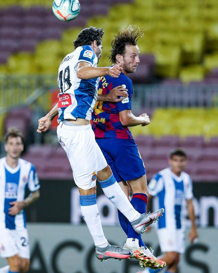 Suarez tỏa sáng, Barca đua gắt với Real Madrid