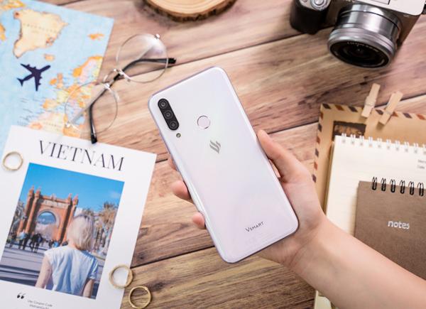 Cộng đồng quốc tế hào hứng với Vsmart Aris 5G 'Make in Vietnam'