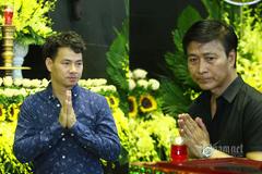 Quốc Tuấn, Xuân Bắc và các nghệ sĩ đến viếng NSƯT Hoàng Yến