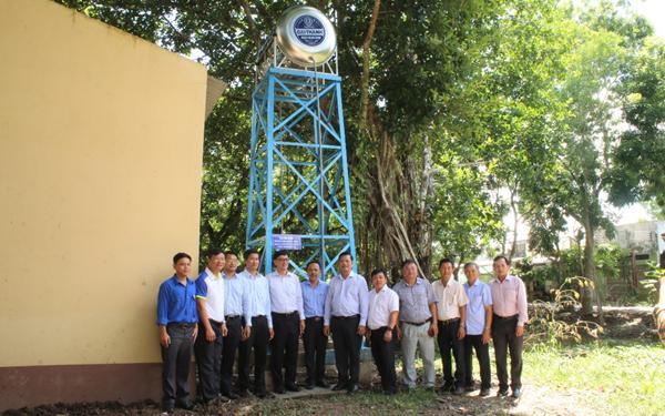 Tặng hệ thống máy lọc nước nhiễm mặn cho người dân Cà Mau