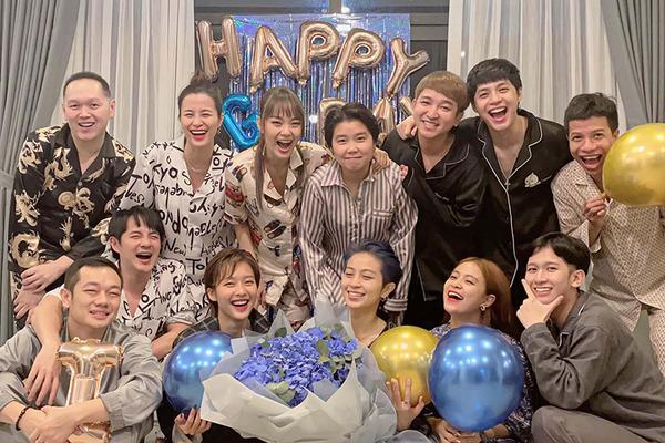 Hoàng Thuỳ Linh tổ chức tiệc sinh nhật cho Gil Lê