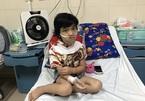 Nhói lòng bé gái ung thư lưỡi phải ăn qua đường mũi
