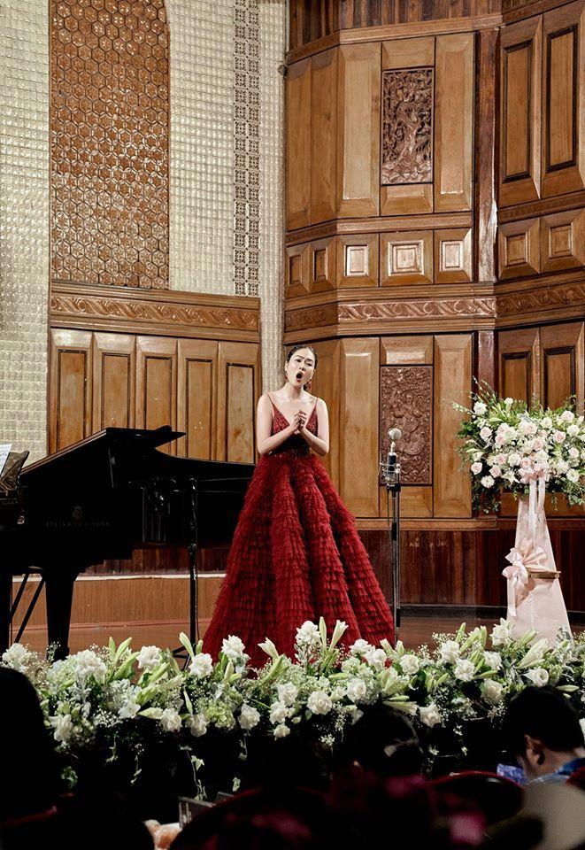 Tuyết Nga: Tôi là ca sĩ chuyên nghiệp, không phải 'hoa hậu đi hát'