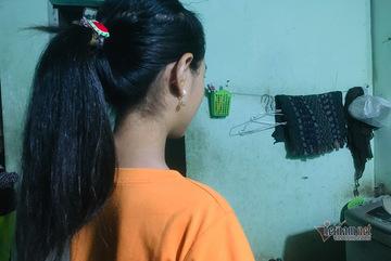 Bé gái 12 tuổi đi bán vé số gửi tiền về quê cho mẹ nuôi em