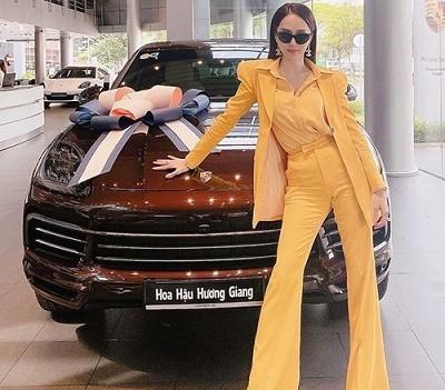 Sao nữ đua nhau sắm xe sang tiền tỷ đầu tháng 7
