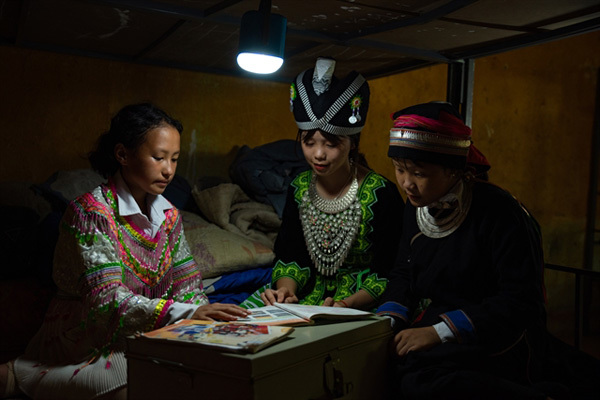 Lights,solar lighting systems,encourage ethnic minority students go to school