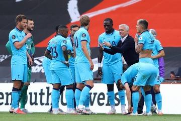 "Mourinho bất lực, Tottenham suýt ""ăn trái đắng"""