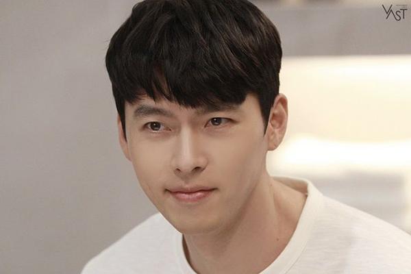 Ảnh hậu trường quảng cáo đốn tim fan của Hyun Bin