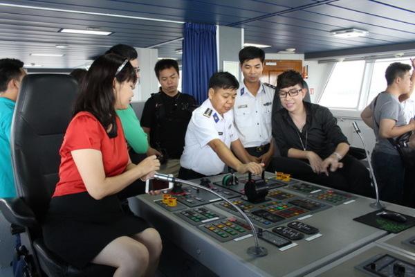 Chiến sĩ Bộ Tư lệnh Vùng Cảnh sát biển 3 giao lưu với 63 cán bộ, học viên lớp đối tượng kết nạp Đảng