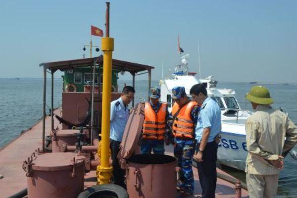 CSB phối hợp với lực lượng chức năng chống buôn lậu xăng dầu trên biển