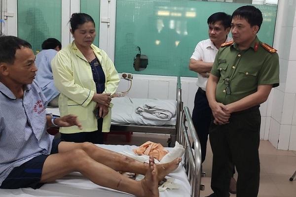 Bắt tạm giam 2 anh em ruột chém đứt gân chân công an xã