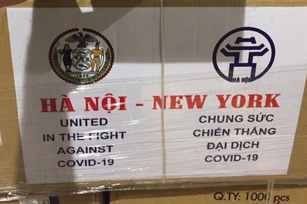 Hai tấn khẩu trang quà tặng của Hà Nội đã đến New York