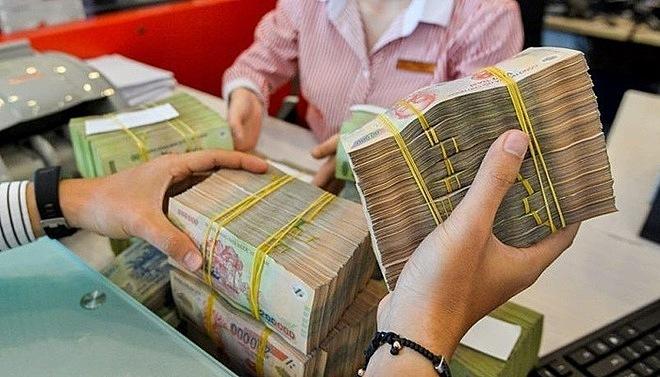 Bán nhà lầu, rút tiết kiệm đổ tiền tỷ chờ ăn lãi suất cao