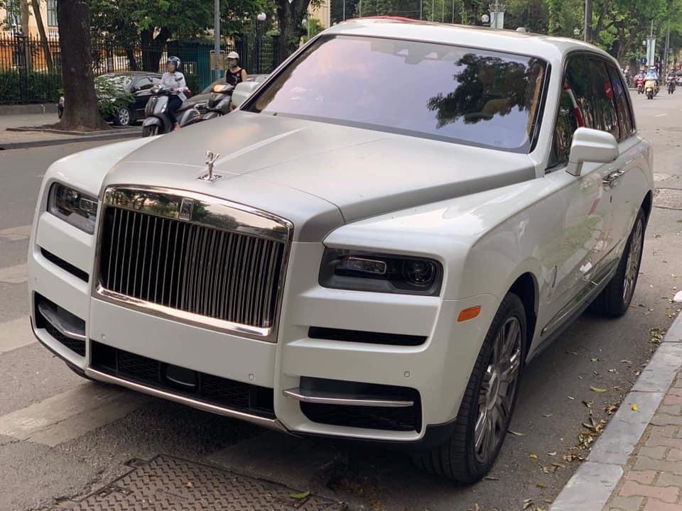 Siêu SUV Rolls-Royce Cullinan thứ 11 giá 37 tỷ về tay đại gia Việt