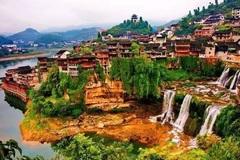Cổ trấn nghìn năm tuổi nằm 'mấp mé' cạnh dòng thác lũ cuồn cuộn