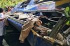 Xe khách rơi xuống đèo ở Kon Tum, sáu người tử vong