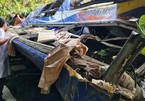 Xe khách rơi xuống đèo ở Kon Tum, năm người tử vong