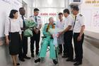 Phi công Anh xuất viện: Bệnh nhân đã 'hạ cánh an toàn'