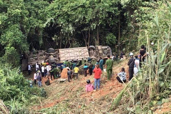 Tai nạn 5 người chết ở Kon Tum, xe nghiêng 3 lần rồi lao xuống vực