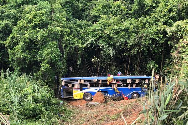 Xe khách rơi đèo năm người chết ở Kon Tum chạy sai tuyến cố định