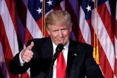 """Ông Trump khoe đạt điểm kiểm tra cao """"không thể tin nổi"""""""