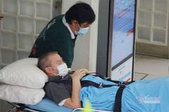Clip phi công Anh rời bệnh viện để bay về quê nhà trong đêm nay