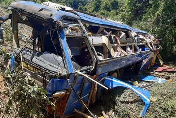 Bắt giam tài xế để xe khách rơi xuống đèo làm 6 người tử nạn ở Kon Tum