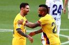 Messi tỏa sáng, Barca níu giữ hi vọng mong manh