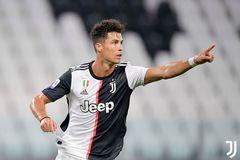 Ronaldo giải cứu Juventus bằng cú đúp phạt đền