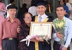 Thủ khoa 30 tuổi trường Sư phạm từng bỏ dở đại học hàng đầu thế giới