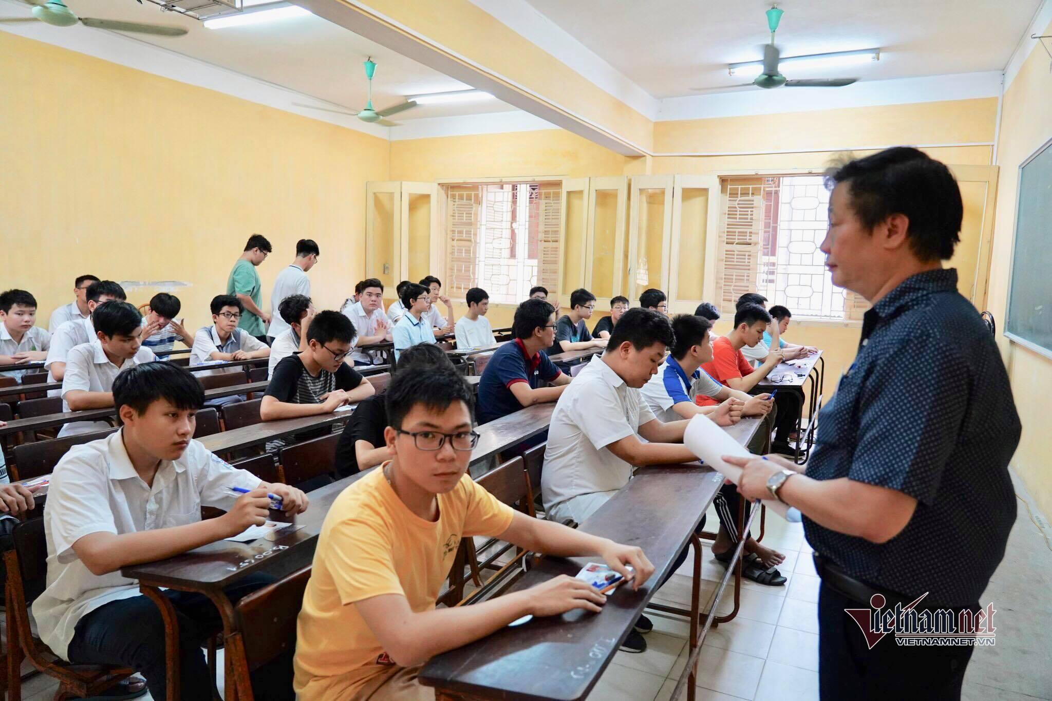 Hơn 3.500 thí sinh trong cuộc đua giành suất vào 2 trường chuyên ở Hà Nội
