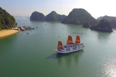 Ha Long Bay halves entrance fees for tourists on overnight boats