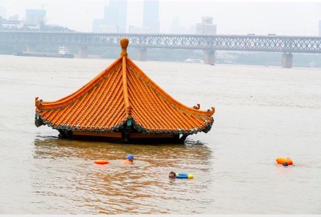 Trung Quốc liên tiếp nâng báo động lũ, hàng triệu người khốn khổ