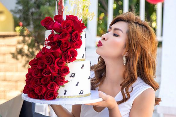Tiệc sinh nhật ngập hoa hồng của Nguyễn Hồng Nhung tại Mỹ - xổ số ngày 17102019