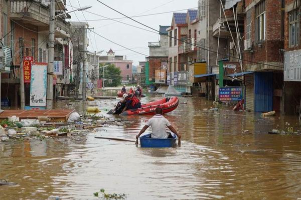 Mưa vẫn trút xuống hạ nguồn Dương Tử, lính cứu hộ TQ vật lộn giữa biển nước