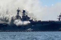 Tàu chiến Mỹ bốc cháy ngùn ngụt, 18 thủy thủ bị thương