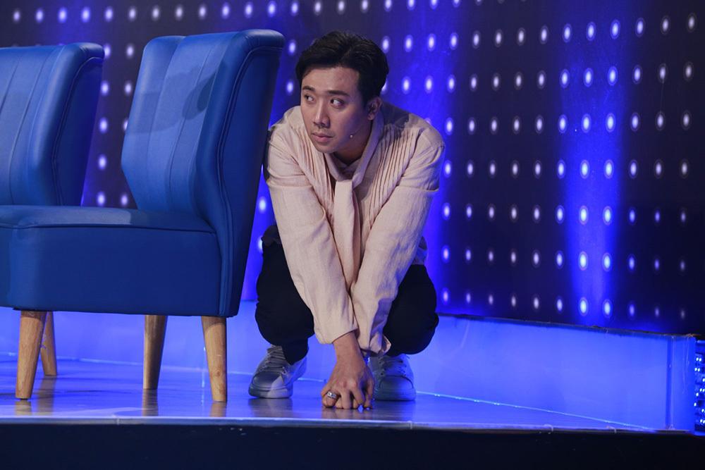 Siu Black ngồi bệt xuống sân khấu vì bất lực với thí sinh hát dở