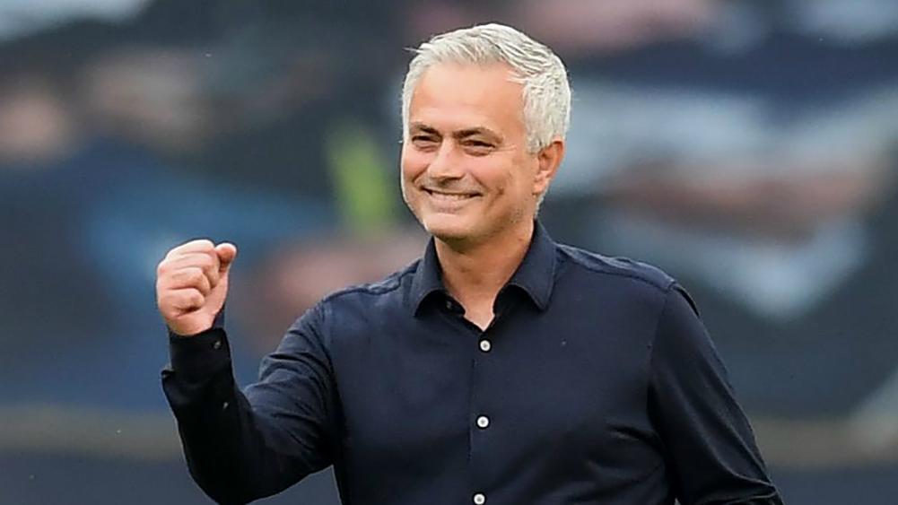 Thắng derby London, Mourinho mơ vô địch Europa League