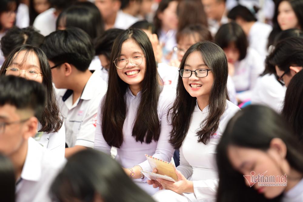 Nữ sinh Gia Định rạng rỡ chia tay tuổi học trò