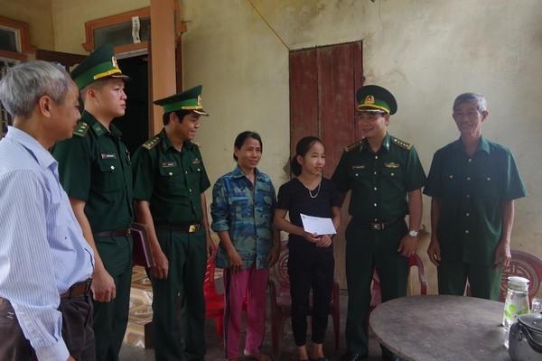 """Hà Tĩnh: 61 học sinh nghèo được hỗ trợ từ chương trình """"Nâng bước em đến trường"""""""