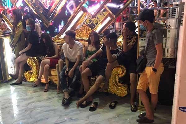 Dân chơi phê ma túy trong bữa tiệc thác loạn vùng ven Sài Gòn