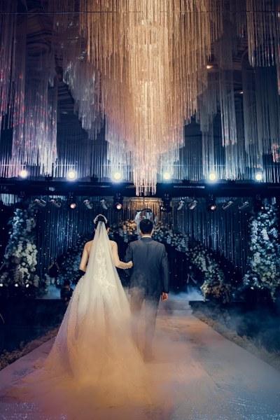 Váy cô dâu tuyệt đẹp trong đám cưới xa hoa
