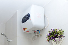 """Bình nóng lạnh và một số thiết bị gia dụng bị """"đắp chiếu"""", làm sao để không bị hỏng trong mùa hè?"""
