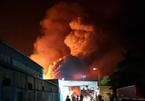 Cháy dữ dội công ty gỗ, khói đen ngút trời giữa đêm ở Hải Phòng