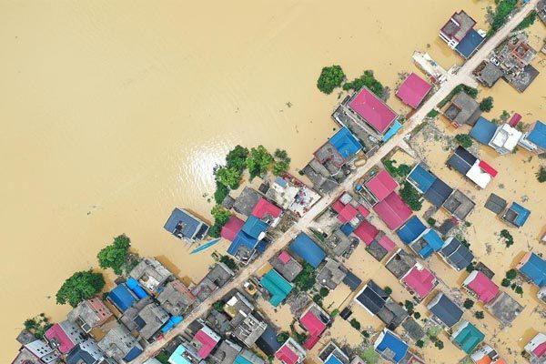 Hơn 400 con sông vượt mức báo động, Trung Quốc căng mình ứng phó