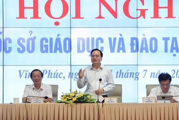 Bộ trưởng Phùng Xuân Nhạ: Lạm dụng giấy khen dẫn đến 'tác dụng ngược'
