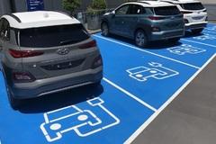 Australia phát minh ra sạc xe điện không dây