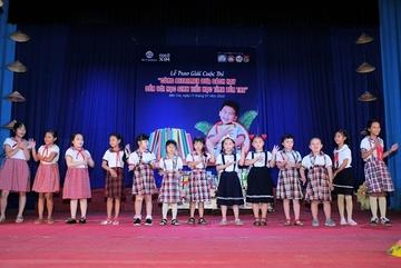 Trao giải 'Cùng Betrimex đưa sách hay đến với học sinh tiểu học tỉnh Bến Tre'