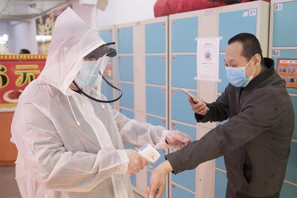Người phụ nữ Trung Quốc lây Covid-19 cho 71 người sau 1 phút đi thang máy