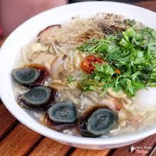 Vietnameses food: Crab soup with black eggs